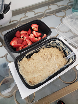 The meal contained 8 strawberries, quartered and the mixed/cooked protein oats.